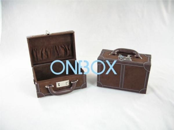 Quality Portable Gift Packaging Boxes Personalized With Handle Lock for sale